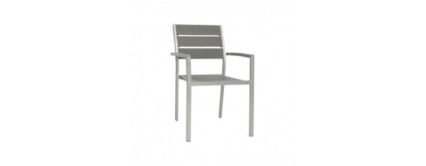 Poltroncina in alluminio satinato, seduta e schienale in materiale composito