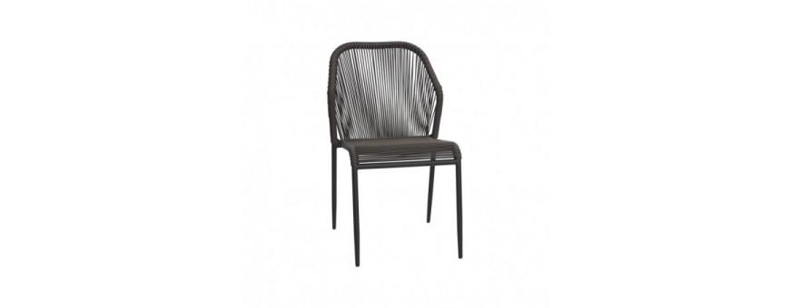 Sedia in metallo verniciato con rivestimento in filo di polietilene