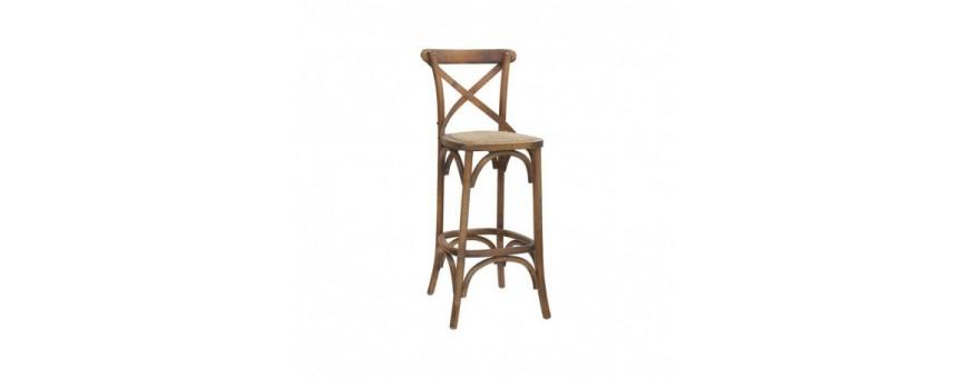 Sgabello in legno, seduta in rattan