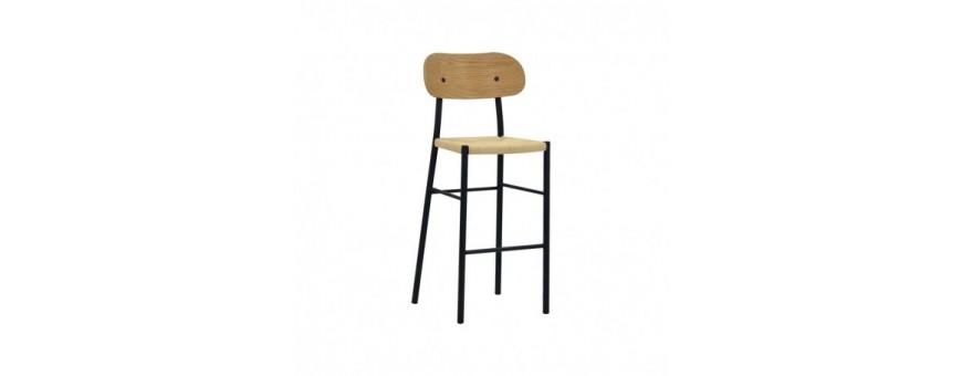 Sgabello in metallo verniciato, seduta impagliata, schienale in multistrato.